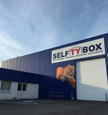 devanture du centre de stockage Selftybox à Vannes